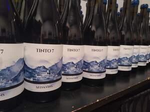 Aquest és un vi molt treballat que neix l'any  d'una dura crisi pel sector