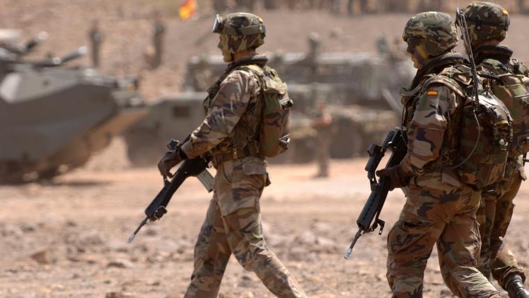 Los militares han sido suspendidos de empleo y sueldo durante el tiempo de la condena.