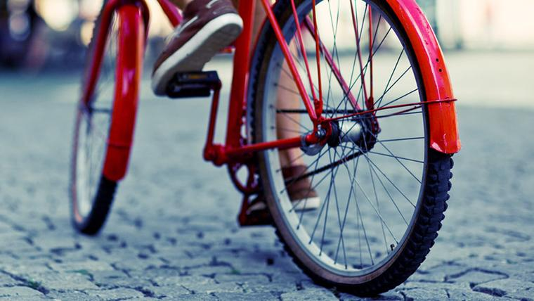 Imatge d'arxiu d'una bicicleta pel carrer