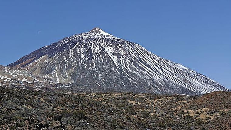El Teide es la montña más alta de Canarias y se encuentra en la isla de Tenerife