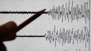 Un sismógrafo detectando un terremoto.