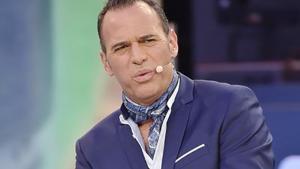 Carlos Lozano será el presentador de un nuevo talent show que buscará el nuevo colaborador de Sálvame Deluxe.