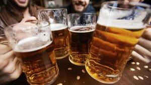 imagen de archivo de cervezas