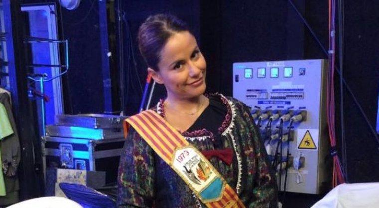 Mónica Hoyos vestida de fallera en 'Sálvame'