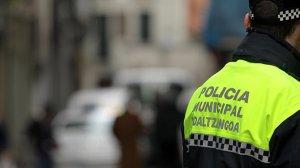 Policía municipal en una de las calles de Pamplona