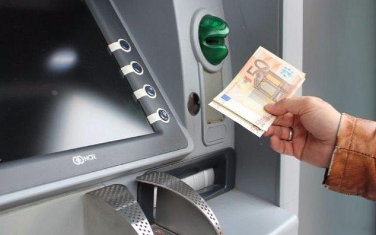 Los peligros que tienes que tener en cuenta al sacar dinero del cajero automático