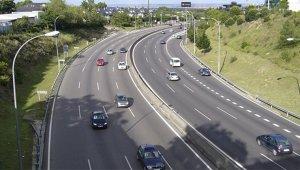No conducir por el carril derecho si está libre puede ser castigado con 200 euros de multa
