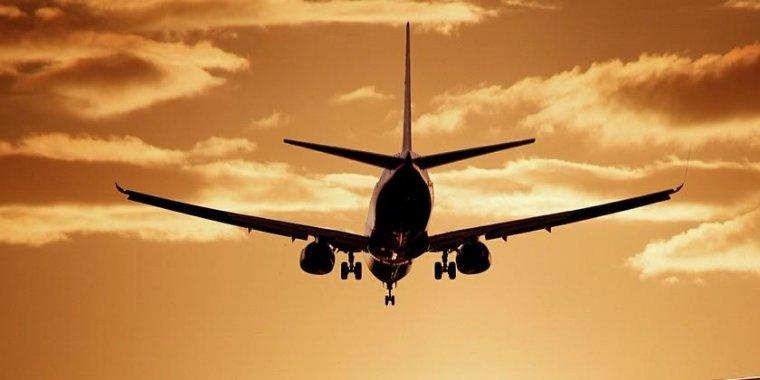 Imatge d'arxiu d'un avió enlairant-se.