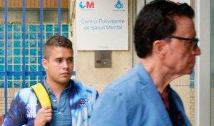 José Fernando y Ortega Cano entrando en el centro psiquiátrico.