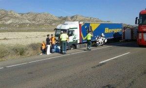 Muere la conductora de un turismo en una colisión contra un camión, en la N-II en Zaragoza