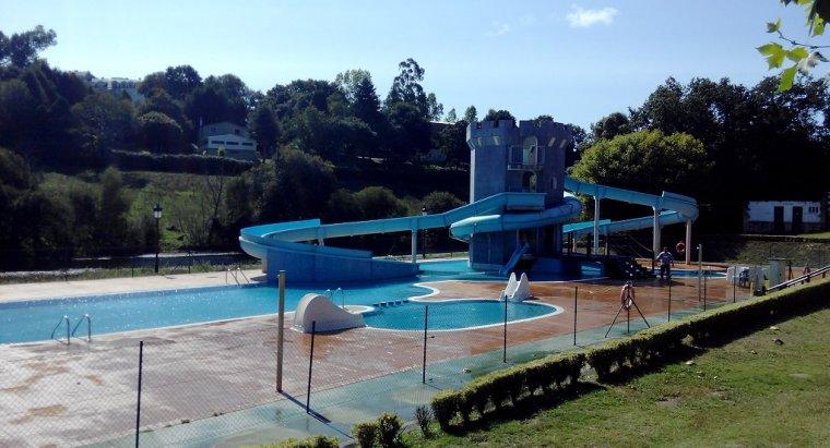 Una piscina de vilalba en galicia impide el uso de for Piscina villalba