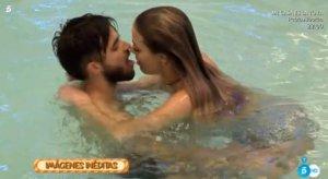 Imagen de Rubén y Alyson Eckmann en la piscina de la casa de Guadalix