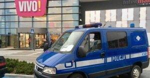 La policía en las puertas del centro coemrcial