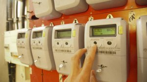 Los estafadores aseguran que han detectado un pico en el consumo de la luz