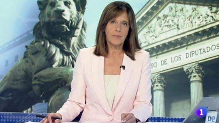 Imagen de Ana Blanco presentando el informativo de TVE.