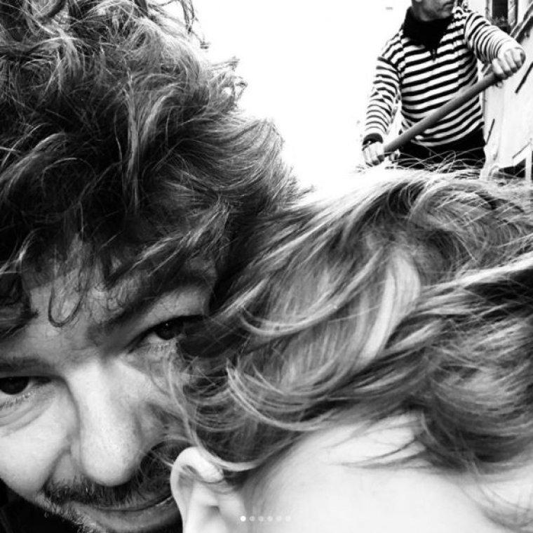 Imagen del director de música, Pablo Heras-Casado, junto a su bebé