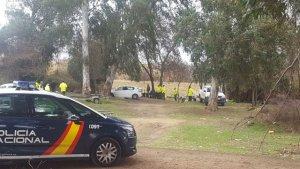 Imagen de las autoridades registrando la zona.
