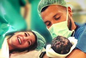Imagen de Tamara Gorro y Ezequiel Garay tras dar a luz a su segundo hijo.