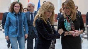 La presidenta andaluza, Susana Díaz, junto a la secretaria regional de UGT, Nuria López