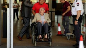 Imagen de Félix Millet saliendo de la última sesión del juicio por el que ha sido condenado.