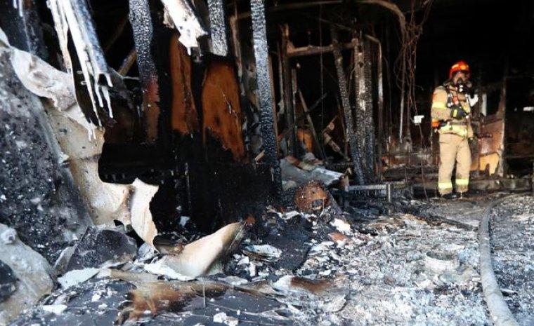 Así quedaron algunas zonas del hospital tras el fuego