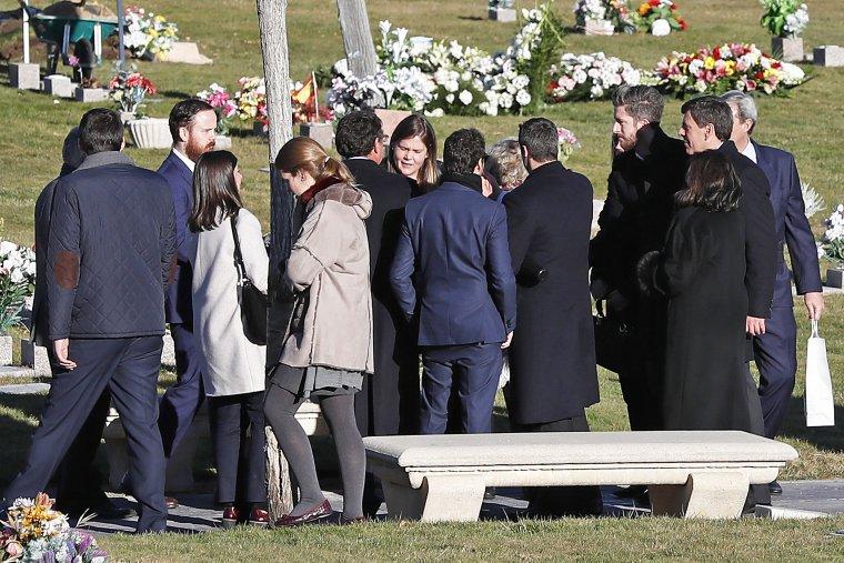 Familiares y amigos de Diana han acudido a su entierro en Pozuelo de Alarcón.