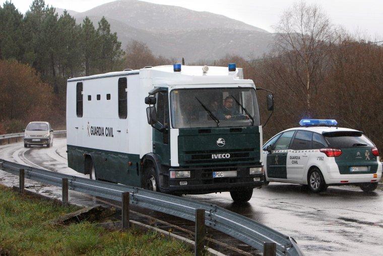 Imagen del furgón policial que trasladó a 'El Chicle' de Teixeiro a A Lama.
