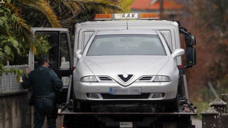 La Guardia Civil retira el Alfa Romeo de la mujer de 'El Chicle'
