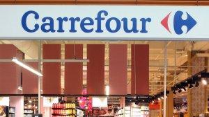 Imagen de archivo de un rótulo de la cadena de supermercados Carrefour