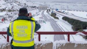 La Guardia Civil alerta de los riesgos de circular bajo nieve