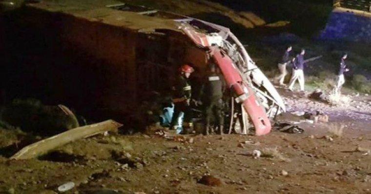 3 menores pierden la vida y otros 20 resultan heridos en un accidente en Argentina