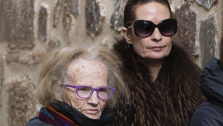 Imagen de Olvido Hormigos acompañada de su madre.