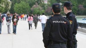 Dos agentes de la Policía nacional consiguieron salvar a la niña