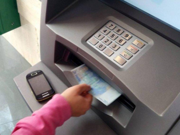 La guardia civil ha alertado sobre una nueva estafa en los for Cuanto dinero se puede sacar del cajero