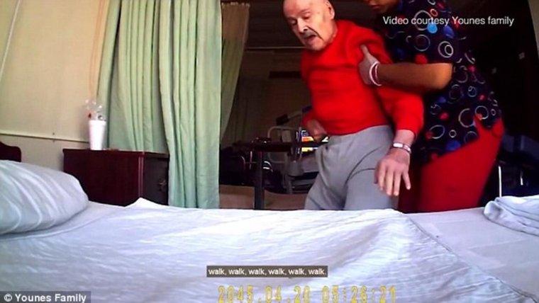 Imágen de Younes siendo maltratado por la enfermera