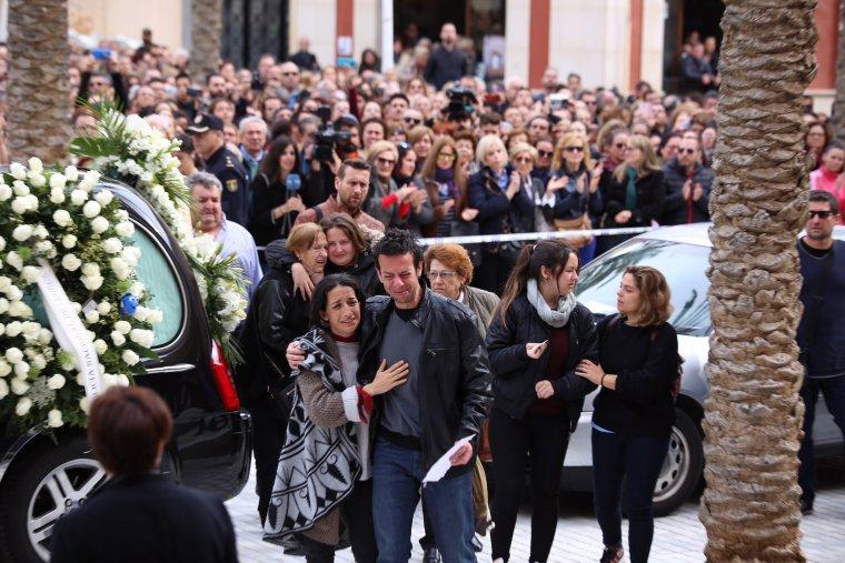 Llegada de los padres de Gabriel Cruz al funeral