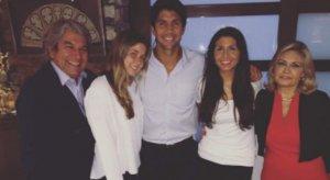 Fernando Verdasco junto a sus padres y hermanas