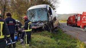Un fallecido y 12 heridos en una colisión frontal en Navarra