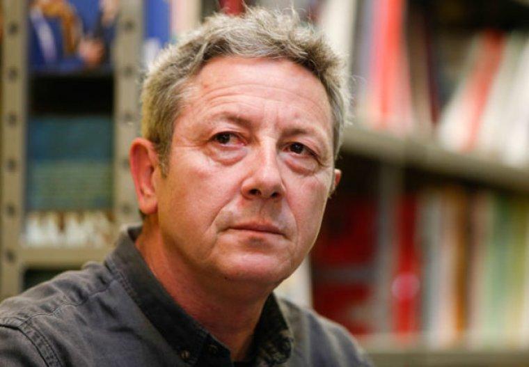 Alonso Guerrero en la presentación de su libro
