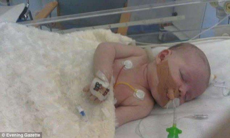 Diagnostican a un bebé con un simple resfriado y casi muere de sepsis