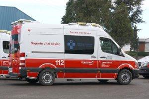 Dos heridos leves al volcar su vehículo en La Campa, Siero