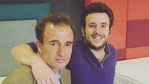 Imagen de Álex Lequio junto a su padre.