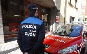 Imagen de archivo de un agente de la Policía Local de Gijón