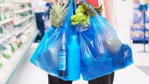 Las bolsas de plástico dejarán de ser gratuitas