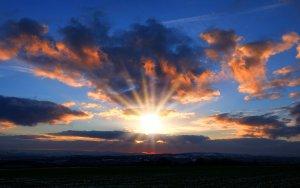 Sábado de sol en el oeste y chubascos en el este