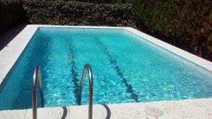Imagen de archivo de una piscina privada.