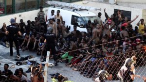 Inmigrantes tratando de llegar a Europa.