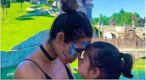 Tamara Gorro junto a su hija