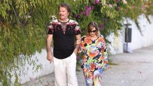 Relajado paseo de María Teresa Campos y Bigote Arrocet en Málaga