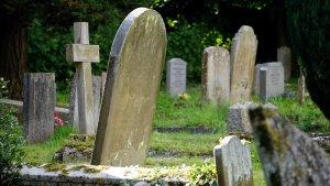 Làpides d'un cementiri de Tarragona